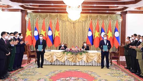 EVN ký kết các biên bản ghi nhớ với các chủ đầu tư thủy điện tại Lào