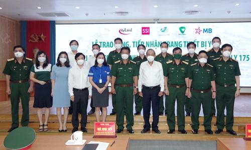 Vietcombank trao tặng trang thiết bị y tế tổng trị giá 9 tỷ đồng