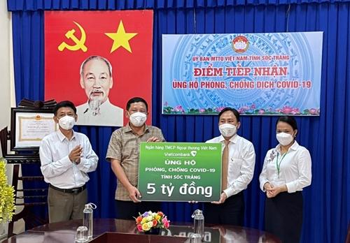 Vietcombank ủng hộ 5 tỷ đồng cho phòng, chống dịch tại tỉnh Sóc Trăng