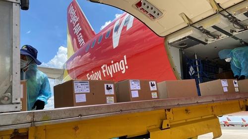 Chuyến bay Vietjet chở 200 máy thở hiện đại từ Đức đã hạ cánh