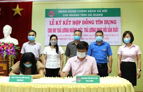 Hà Giang Ký kết hợp đồng tín dụng cho vay trả lương ngừng việc theo Nghị quyết số 68 của Chính phủ
