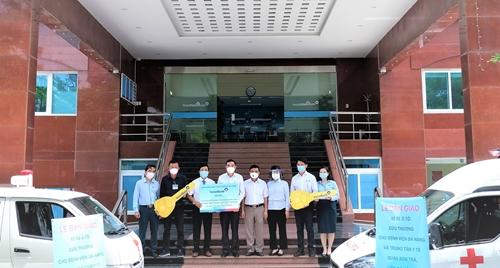 VietinBank trao tặng 2 xe cứu thương cho TP Đà Nẵng