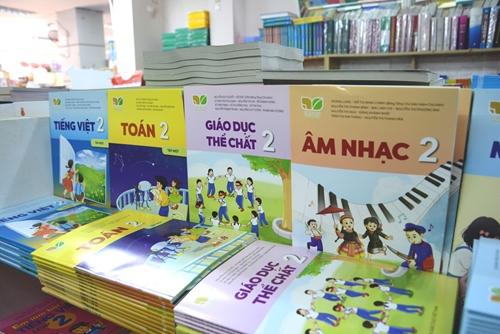 Cung ứng đầy đủ sách giáo khoa phục vụ năm học mới