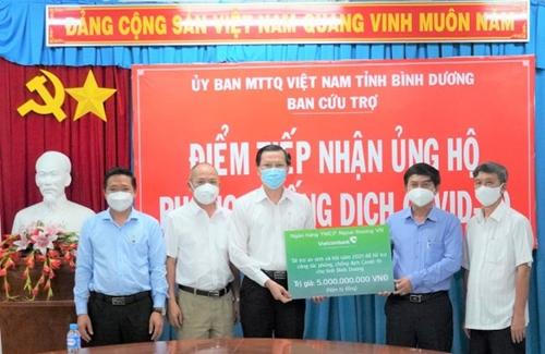 Vietcombank ủng hộ 5 tỷ đồng cho công tác phòng, chống dịch COVID-19 tại tỉnh Bình Dương