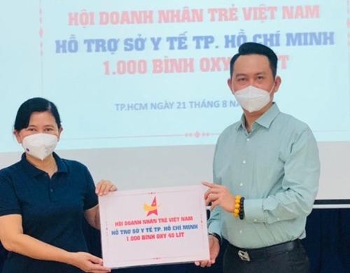 Trao 1 000 bình Oxy 40 lít cho TP Hồ Chí Minh