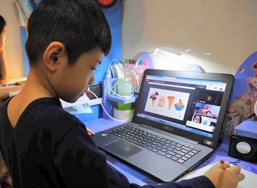 Trẻ lớp 1 học online thế nào cho hiệu quả