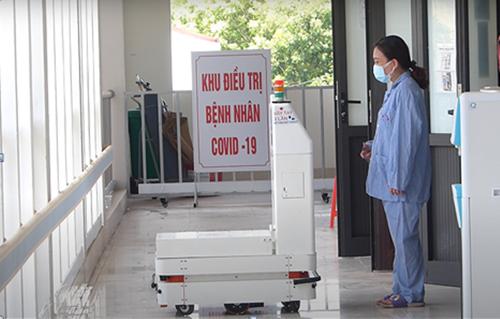 """Robot VIBOT- """"tình nguyện viên đắc lực"""" tại tâm dịch TP Hồ Chí Minh"""