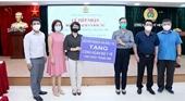 Bộ Kế hoạch và Đầu tư trao tặng khẩu trang cho cán bộ y tế tuyến đầu