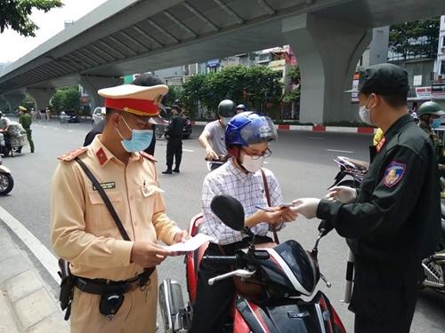 Hà Nội xử phạt gần 1000 trường hợp vi phạm giãn cách xã hội