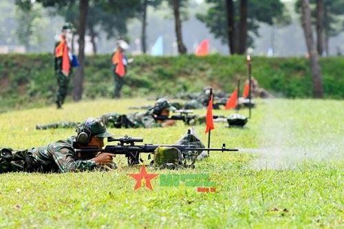 Các xạ thủ bắn tỉa bước vào thi đấu giai đoạn 1 của nội dung Xạ thủ bắn tỉa