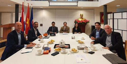 Thúc đẩy ngoại giao y tế phòng chống dịch với các đối tác Hà Lan