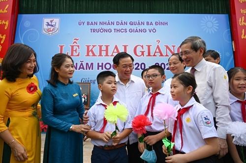 Hà Nội Chi gần 900 tỷ đồng ngân sách hỗ trợ giảm 50 học phí năm học mới