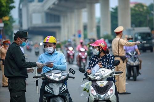 Tình trạng ùn tắc chốt kiểm soát tại Hà Nội được giải quyết