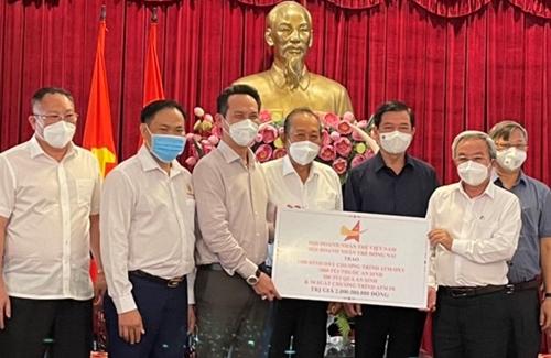 Tặng hàng nghìn bình Oxy, túi thuốc an sinh cho Đồng Nai chống dịch