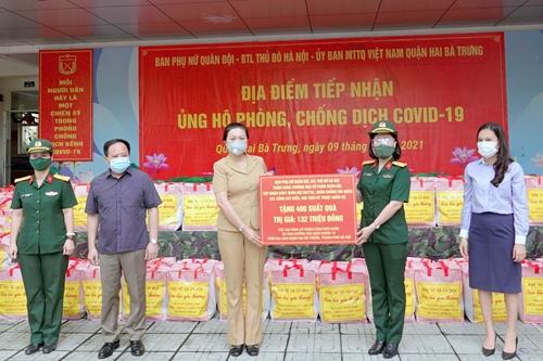 Phụ nữ quân đội chung tay phòng chống dịch COVID-19