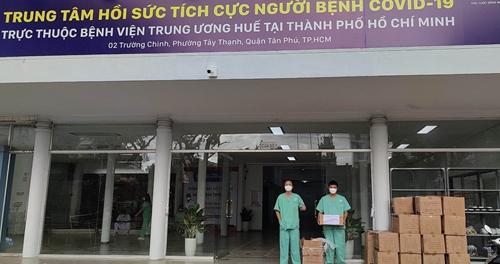Tổng Lãnh sự quán Việt Nam tại Hong Kong trao lô vật tư y tế thứ hai cho Bệnh viện dã chiến số 14