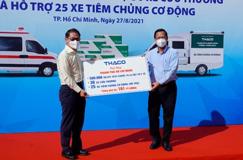 THACO tặng TP Hồ Chí Minh 30 xe cứu thương và 25 xe tiêm chủng lưu động