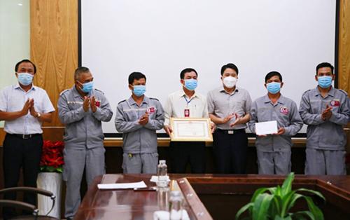 Quảng Nam tặng Bằng khen đội lái xe Thaco - Chu Lai tham gia đón đồng hương về quê