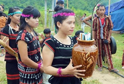 Đặc sắc văn hóa của người Bru Vân Kiều và Pa Kô