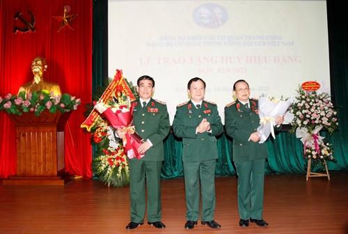 Đảng bộ Cơ quan Trung ương Hội Cựu chiến binh Việt Nam trao tặng Huy hiệu Đảng đợt 2 9