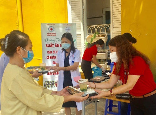Hỗ trợ trên 15 000 suất ăn miễn phí cho bệnh nhân trên địa bàn Hà Nội