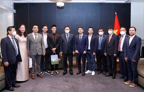 Chủ tịch Quốc hội tiếp các doanh nghiệp trẻ người Việt khởi nghiệp tại Phần Lan