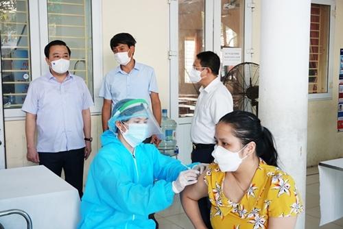 Hà Nội đã hoàn thành 73,3 tiến độ tiêm vaccine toàn thành phố