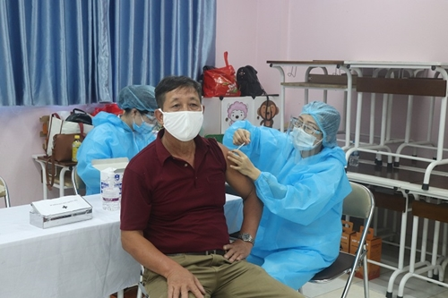Hà Nội 6 quận, huyện cơ bản hoàn thành tiêm mũi 1 vắc xin phòng COVID-19