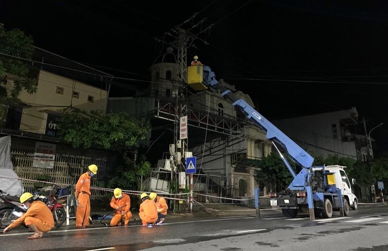 Miền Trung - Tây Nguyên khôi phục cấp điện sau bão số 5