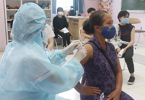 Hà Nội Phấn đấu đến 15 9 cơ bản hoàn thành việc tiêm mũi 1 vắc xin COVID-19