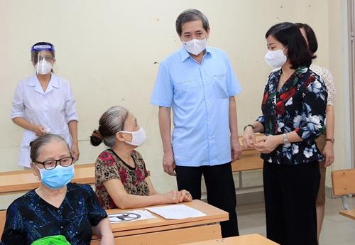 Ba Đình cần chuẩn bị sẵn sàng các dây chuyền để tiếp tục tổ chức tiêm vắc xin mũi 2