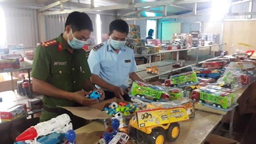 Nam Định Triệt phá kho đồ chơi trẻ em nhập lậu lớn nhất từ trước đến nay