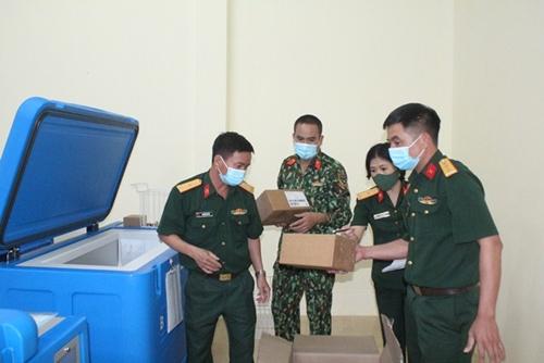 Những người lính lặng thầm chung sức phòng, chống dịch