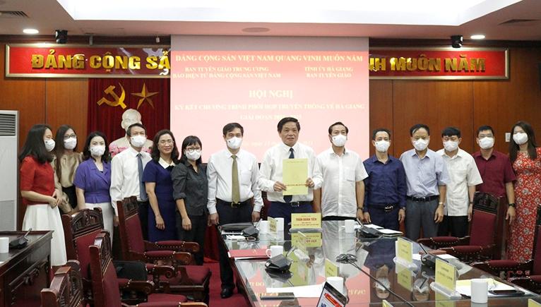 Hình ảnh tại Hội nghị Ký kết phối hợp truyền thông giữa tỉnh Hà Giang và Báo điện tử Đảng Cộng sản Việt Nam