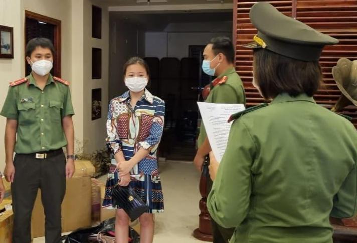 """Đưa chuyên gia """"dởm"""" vào Việt Nam, nữ Giám đốc chịu mức phạt nào"""