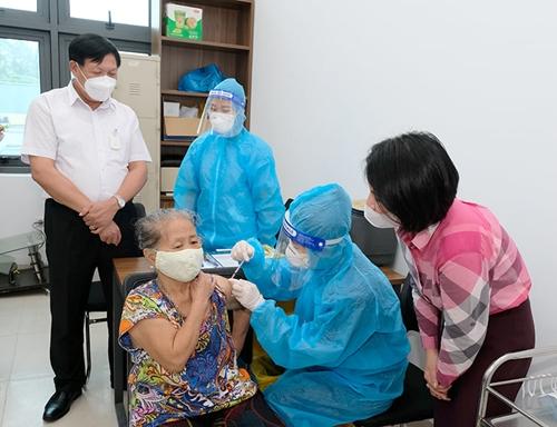 Bộ Y tế hoả tốc yêu cầu thực hiện tiêm chủng vaccine COVID-19 theo đúng hướng dẫn