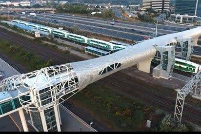 Cây cầu đi bộ có mái che dài nhất thế giới