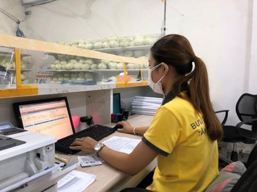 Hơn 3 000 người gia hạn thành công thẻ BHYT trực tuyến qua mạng lưới Vietnam Post