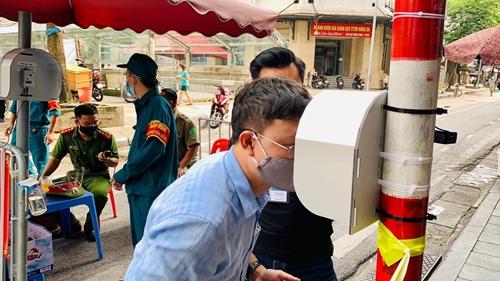 Nhà khoa học Việt Nam chế tạo mắt thông minh góp phần phòng, chống dịch COVID-19