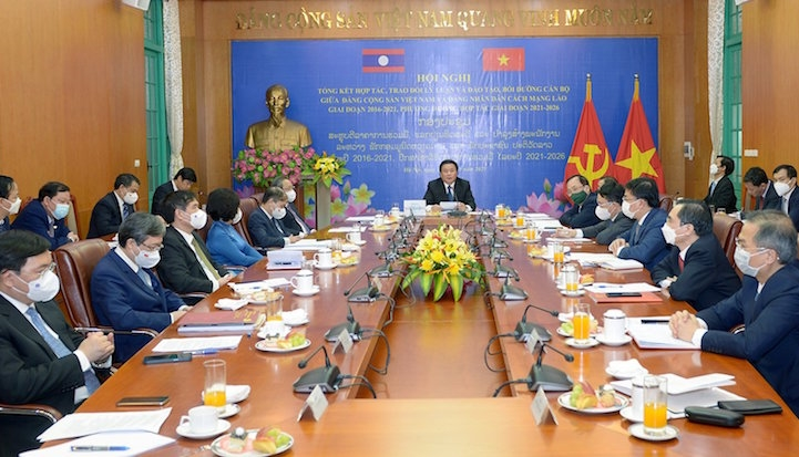 Tăng cường hợp tác trao đổi lý luận và đào tạo cán bộ Việt Nam - Lào