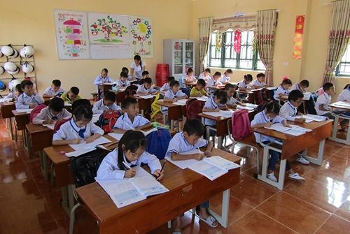 Bài 3 Cần đẩy nhanh sắp xếp trường, lớp, đội ngũ cán bộ giáo dục vùng dân tộc thiểu số và miền núi