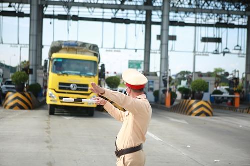Duy trì 23 chốt kiểm soát cửa ngõ ra, vào Hà Nội sau ngày 21 9