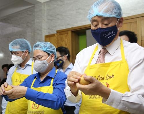 12 000 bánh Trung thu dành tặng cho các y bác sĩ tuyến đầu