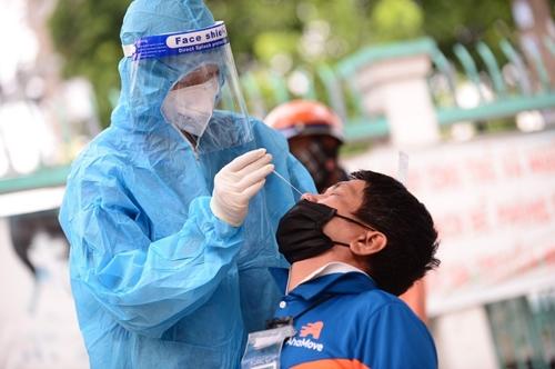 TP Hồ Chí Minh thực hiện test nhanh kháng nguyên cho các vùng nguy cơ