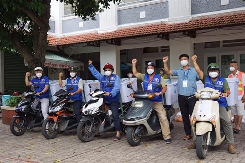 TP Hồ Chí Minh Đội SOS đã trao 14 438 túi an sinh đến người dân