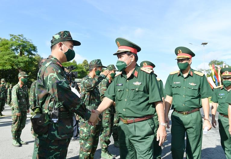 Quân khu 9 xuất quân tăng cường TP Hồ Chí Minh chống dịch