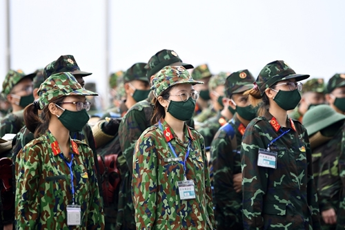 Phụ nữ quân đội chung tay cùng cả nước chiến thắng đại dịch