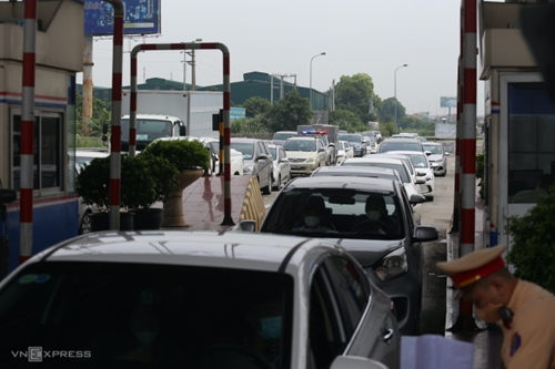 Hàng nghìn người về Hà Nội sau khi ban hành chỉ thị 15