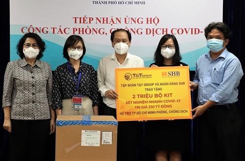 T T Group và Ngân hàng SHB trao tặng TP HCM  2 triệu bộ kit xét nghiệm nhanh COVID-19 trị giá 250 tỷ đồng