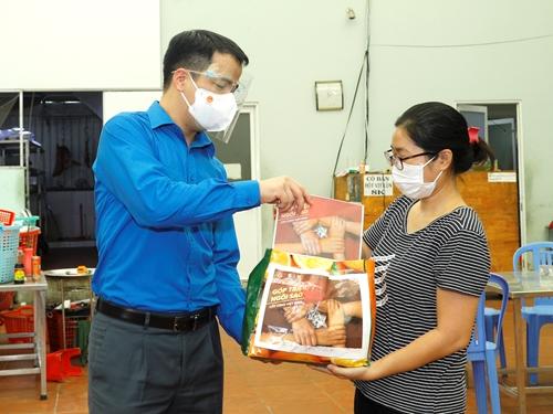 Hỗ trợ 5 triệu đồng tiền mặt cho 600 hộ kinh doanh trên địa bàn TP Hồ Chí Minh